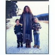 Burgdorf, Idaho 1978. Carole King, Levi & Molly Larkey. Photo by Annie Leibovitz