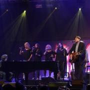 Robbie Kondor, Kim Taylor, Kate Markowitz, Carole King, Andrea Zonn & James Tayor. Photo by Elissa Kline
