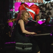 Carole performs at MusiCares tribute to James Taylor. Photo by Wire Image