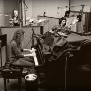 "Recording ""Tapestry"" with Danny Kortchmar, Russ Kunkel, Charles Larkey, Ralph Shuckett. Photo by Jim McCrary"